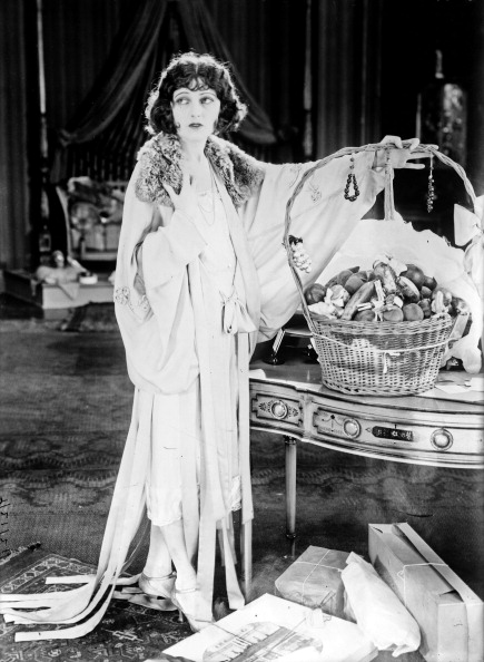 Corinne Griffith (1894-1979) american actress with a basket of fine food, c. 1920. (Photo by APIC/Getty Images)