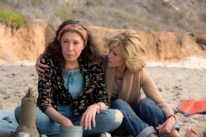 Lily Tomlin as Frankie and Jane Fonda as Grace in Grace and Frankie.