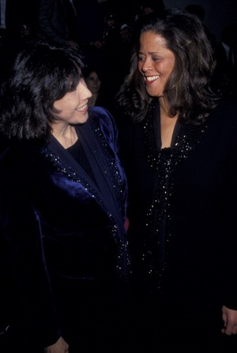 Lily Tomlin and Anna Deveare Smith at the opening of Twilight: Los Angeles in 1984. Credit: Getty Images.