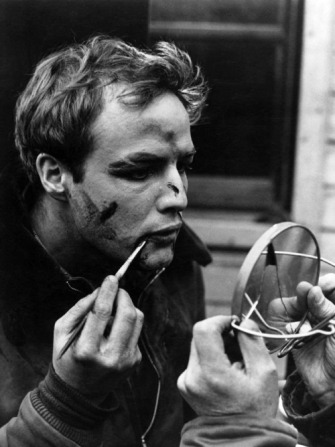 Marlon Brando applying makeup on the set of On the Waterfront. Credit: classichollywoodcentral.com.