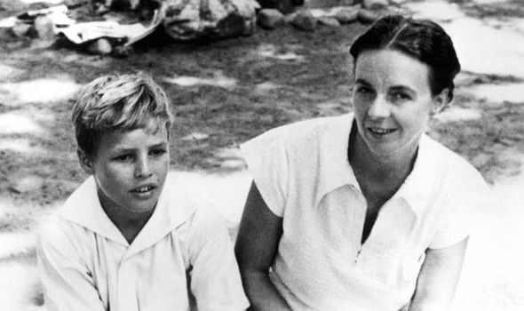 Marlon Brando at age 8 with his mother Dodie.