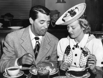 Cary Grant and Phyllis Brooks at the Brown Derby (1939).