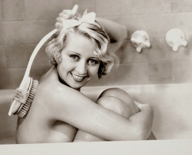joan_blondell tub