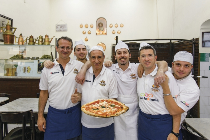 guys-in-pizzeria