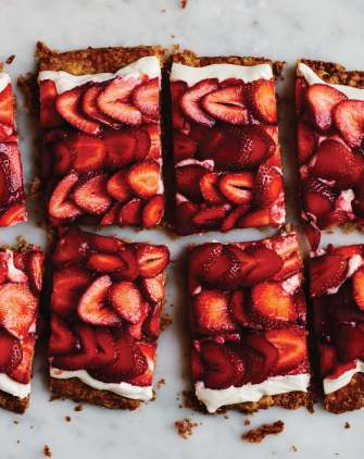strawberry tart cut (1)