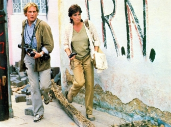 Nick Nolte and Ed Harris in Under Fire (1983).