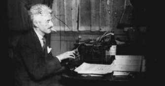 dashiell-hammett-typewriter