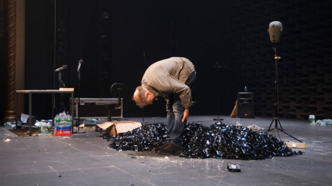 Simon bowing.jpg