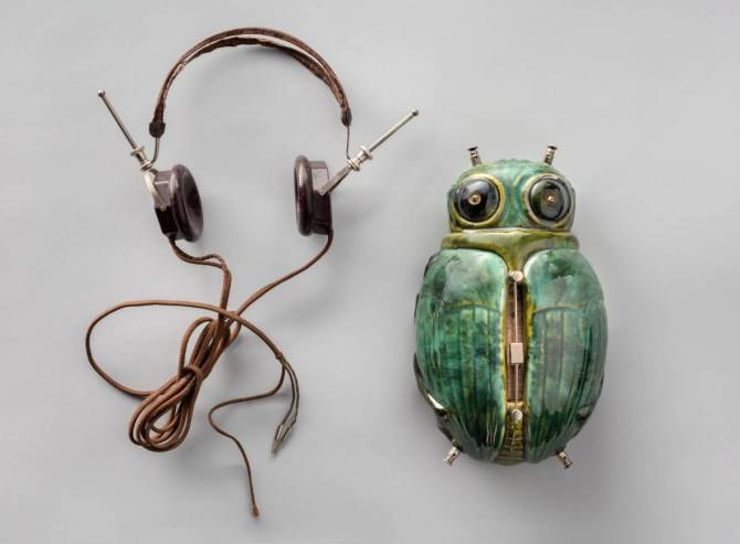 "The ""Mystic"" Radio Bug and headset, c. 1927.jpg"