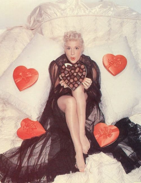Color Vintage Photos of American Actress Celebrating Valentine (6).jpg