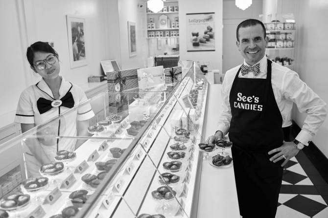seescandies-greenwichvillage-manhattan-nyc-cameraworkllc-170523_sees_0149-1__x_large.jpg