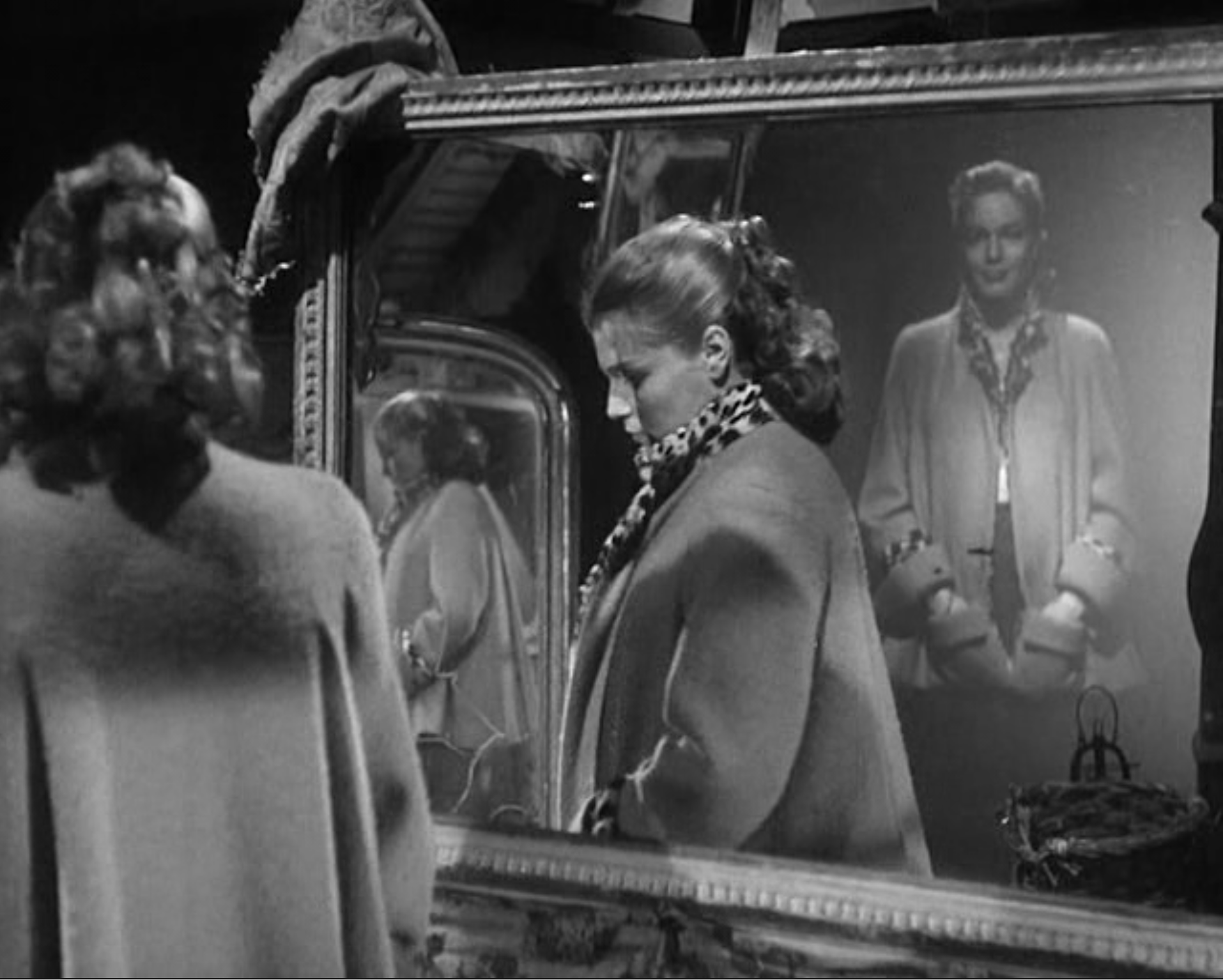 Signoret in mirrors.png