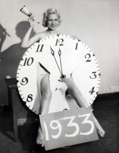 1933 NY legs in clock.jpg